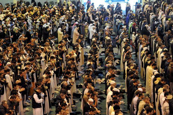 Chaque année, environ 8 000 musulmans se rassemblent au parc Chanot de Marseille pour fêter l'Aïd el-Kébir.