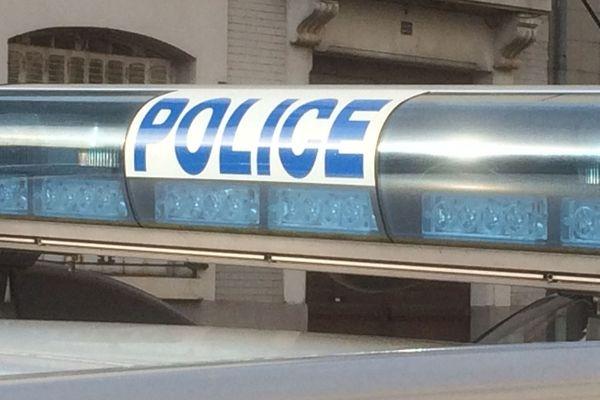 Le scootériste était suivi par la police quand il a perdu le contrôle de son véhicule, se blessant grièvement. (Illustration)
