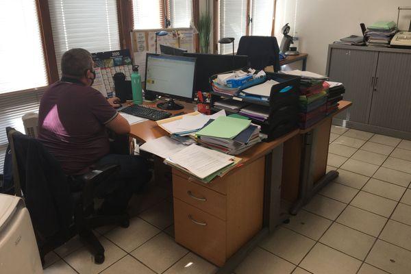La société a mis en place des roulements pour que moins de salariés soient présents dans les bureaux.