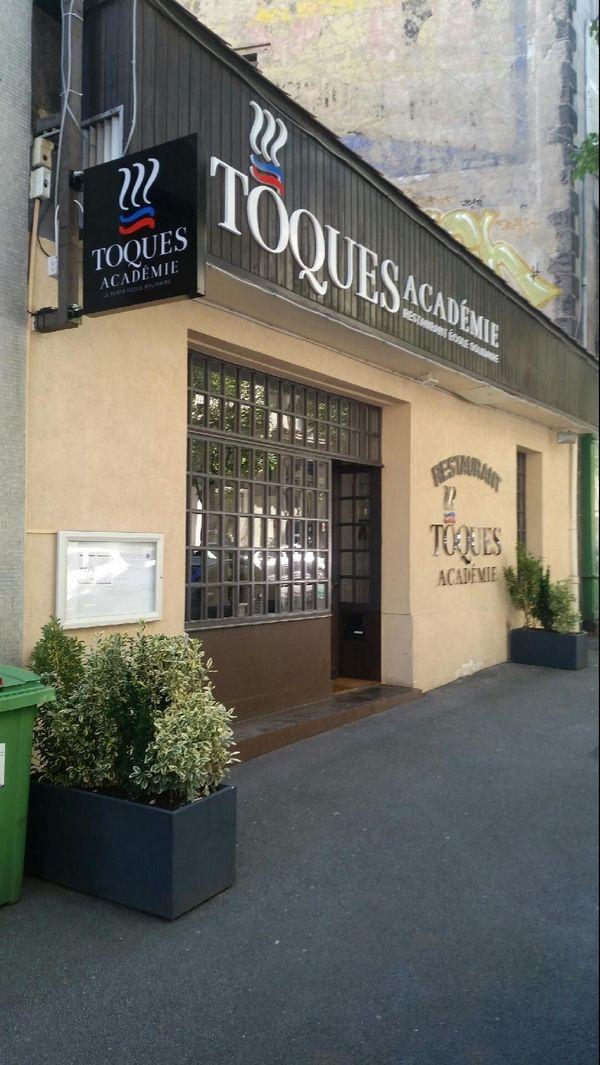 Le restaurant Toques Académie est situé dans le quartier de la gare SNCF de Clermont-Ferrand.