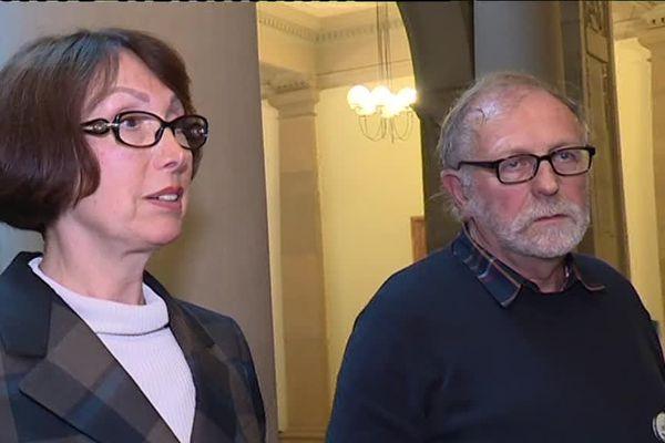 Au premier plan, Viviane Schaller, 68 ans, la pharmacienne strasbourgeoise poursuivie dans cette affaire
