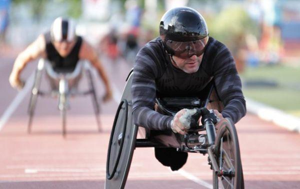 """""""Comptez environ 8000€ pour avoir un fauteuil de course pour athlète"""", indique Philippe Le Gouic."""