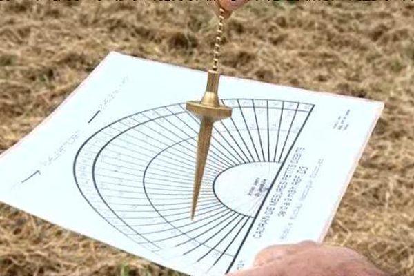 Le pendule fait partie des outils du sourcier