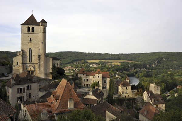 "Le village de Saint-Cirq-Lapopie dans le Lot, l'un des ""Plus beaux villages de France"""