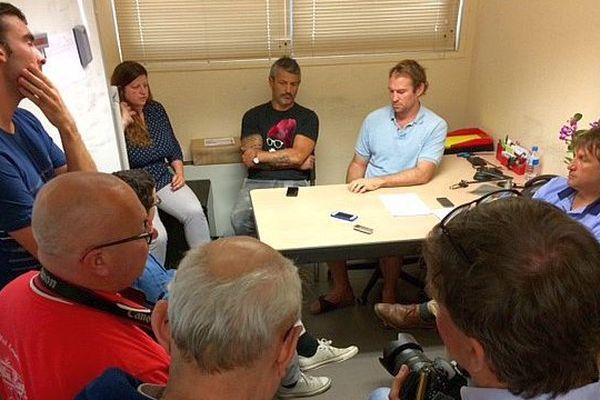 Narbonne (Aude) - conférence de presse du RCNM pour annoncer un accord entre le club de rugby et l'association sportive évitant la relégation - 14 juin 2016.
