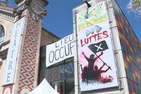 La coordination intermittents et précaires de Franche-Comté occupe le CDN de Besançon.