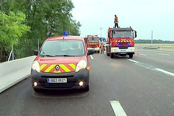 Les pompiers sont intervenus rapidement sur cette effroyable collision. (archives)