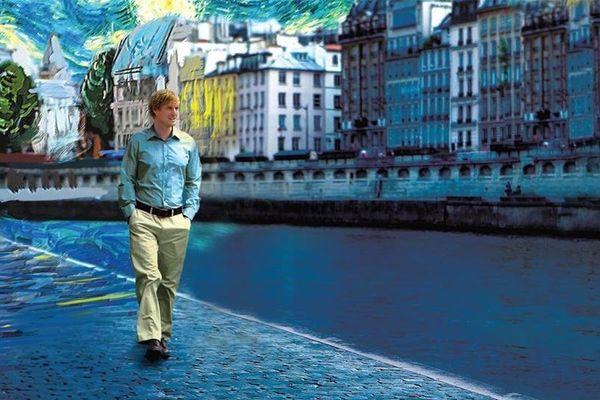 """Un américain se balade à Paris dans le film de Woody Allen, """"Minuit à Paris"""" (Midnight in Paris)."""