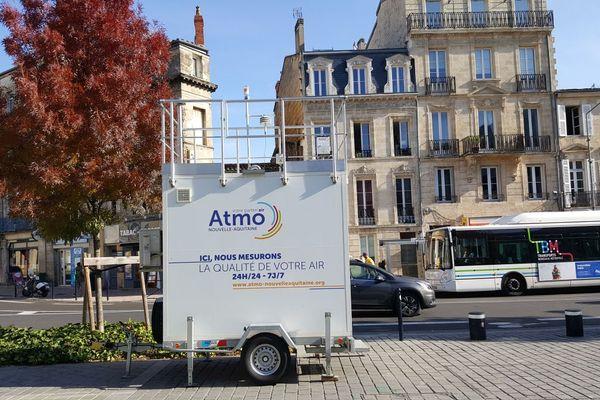 Des capteurs installés sur le cours d'Albret à Bordeaux lors d'une campagne de mesures de l'ATMO. Photo d'illustration.