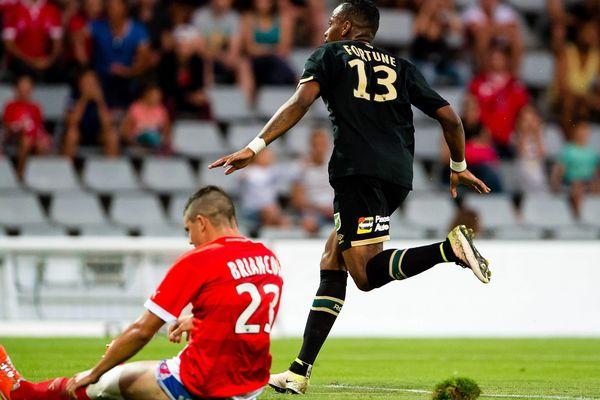 Le Nîmes Olympique est dernier du championnat de France de Ligue 2 après sa défaite 2-0 face à Lens - 15 août 2016
