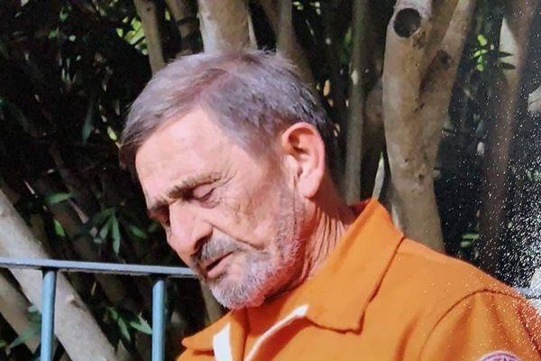 un portrait de Noël Petit, habitant du village de Cotignac.