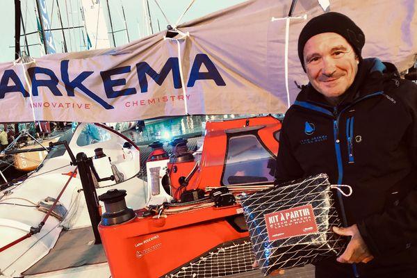 Lalou Roucayrol sur son Multi 50 Team Arkema, amaré quai Saint Louis, à Saint-Malo (Bretagne), quelques jours avant le départ de la Route du Rhum 2018