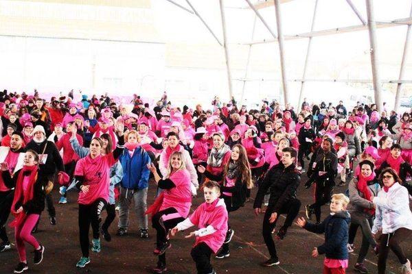 Chaque année, la course à pied solidaire attire bon nombre de femmes et d'hommes vêtus en rose pour symboliser la lutte contre le cancer du sein.