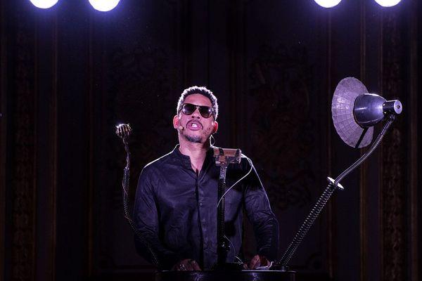 """Joey Starr pendant une représentation de """"Eloquence à l'Assemblée"""""""