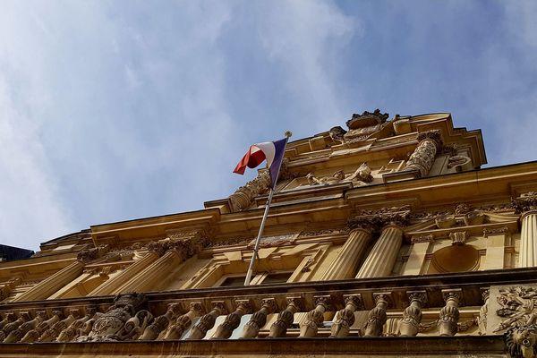 La façade de l'hôtel de ville de Reims.