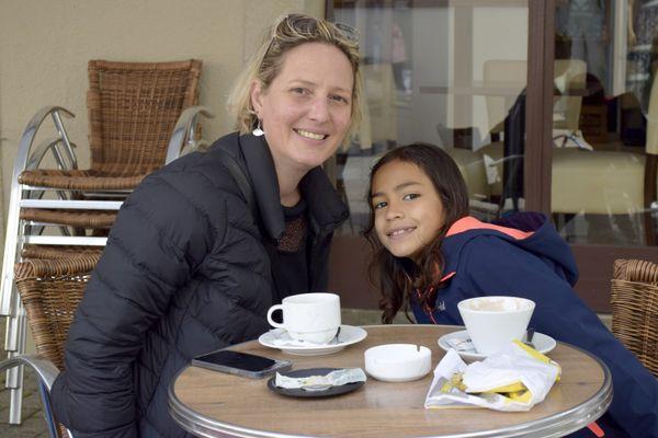 Un moment de complicité pour Emilie et sa fille Maui.