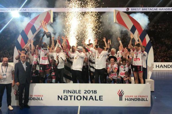 Les joueuses du Brest Bretagne Handball à l'issue de leur victoire en coupe de France