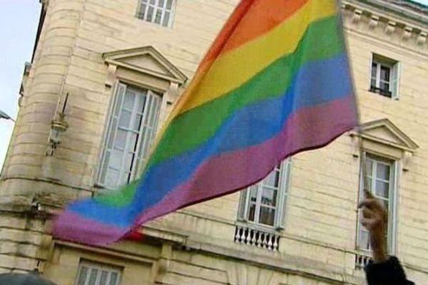 Après Montpellier, Le Grau-du-Roy et Paris, Dijon s'engage pour l'inclusion des personnes homosexuelles, bisexuelles et transgenres.