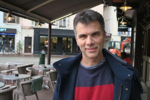 """Le réalisateur haut-savoyard Gilles Perret tourne son prochain film """"Reprise en main"""" du 16 août au 24 septembre 2021 à Cluses (Haute-Savoie)."""