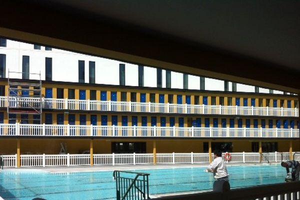 Dans le restaurant de la piscine, le contemporain s'est mis au service de l'art déco.