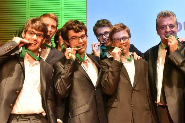Mélic Dufrêne et son équipe - (il se trouve à gauche de l'image)