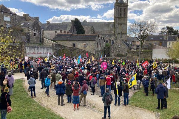 Plus de 500 personnes se sont réunies à Rostrenen ce mardi 6 avril pour soutenir Morgan Large.