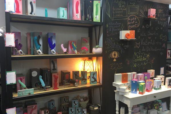 Des godemichets et vibromasseurs de toutes les couleurs et formes, pour tous les prix. À côté, les objets connectés.