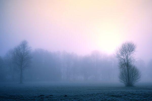 Météo France évoque des sols faiblement enneigés en fin de nuit, vers Vire, Mortain et le bocage ornais : quelques centimètres pourraient y tenir en début de matinée.