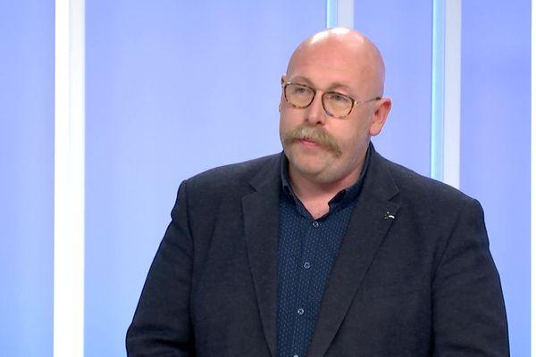 Maxime Gignon, épidémiologiste au CHU d'Amiens, réclame le porte obligatoire sur le port du masque.
