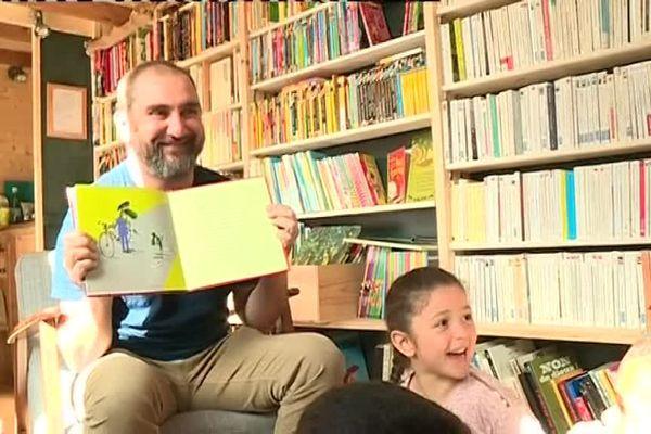 A Pontarlier, les livres viennent à vous. Une image de Jean-Louis SAINTAIN
