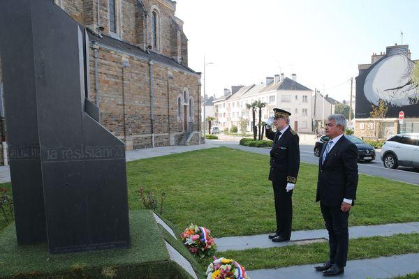 Dimanche 26 avril 2020 à Saint-Nazaire : seuls le sous-préfet Michel Bergue et le maire David Samzun sont autorisés à être présents à la cérémonie organisée à la mémoire des Déportés.