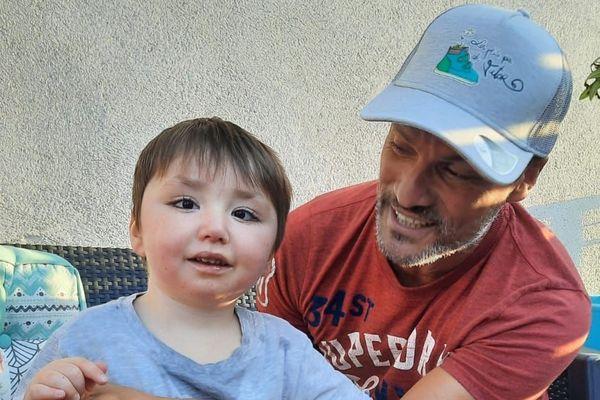Cyril Michel et Victor, âgé de 5 ans.