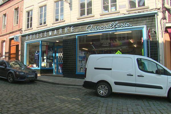 Avril  2019-Une quincaillerie, exemple d'un des 55 magasins d'Aumale (Seine-Maritime)