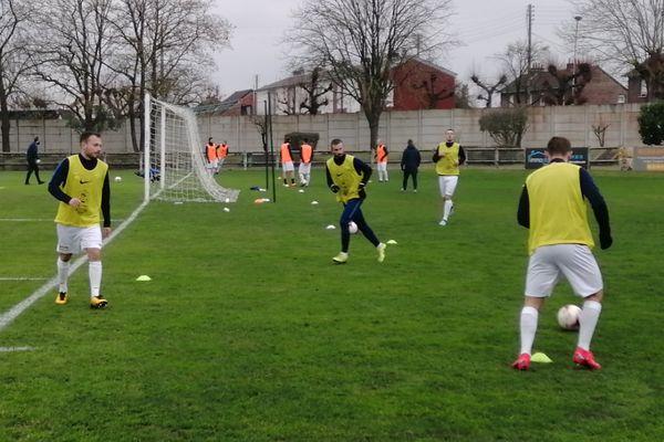 Les joueurs de Longueau s'entraînant avant le match.
