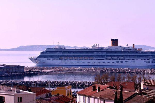 Le navire a accosté à Marseille jeudi matin avec 1.421 passagers et 850 membres d'équipage.