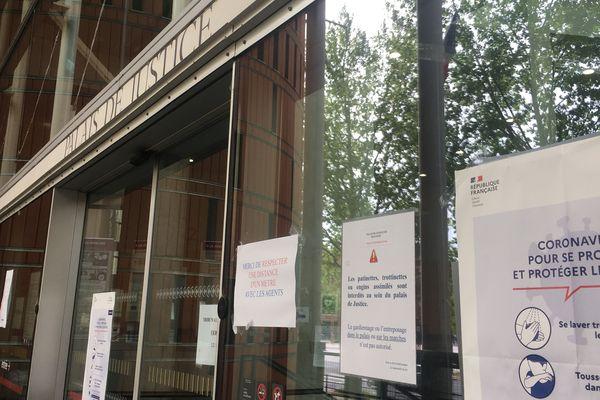 Le palais de justice de Toulouse s'adapte aux normes sanitaires imposées par le Coronavirus.