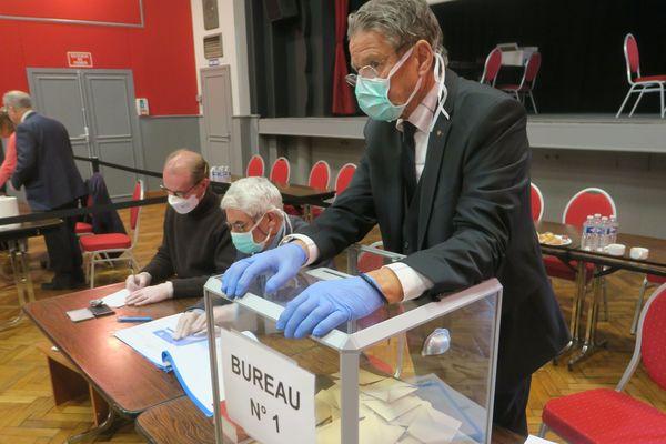 La crise sanitaire historique du coronavirus aura pesé lourd dans la balance de l'abstention aux élections municipales 2020