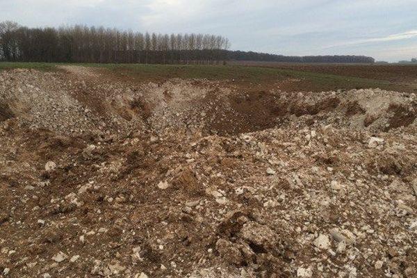 L'explosion s'est produite en plein champ, le long de la D43 entre Sailly-en-Ostrevent et Tortequesne