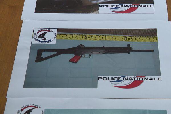 De nombreuses armes de différents calibres et des douilles ayant servi au commando ont été retrouvées dans les véhicules et dans la maison de Gignac-la-Nerthe.