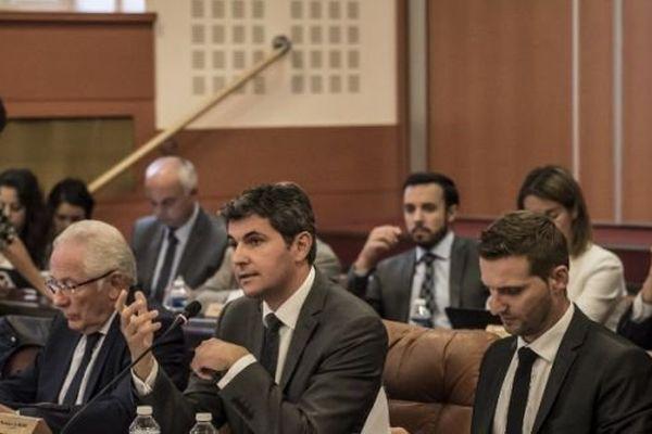 Gilles Platret passe au vote la fin des menus de substitution au porc au conseil municipal de Chalon, ce mardi 29 septembre 2015.