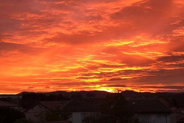 Lever du soleil ce mercredi 8 janvier 2020 à Carcassonne.