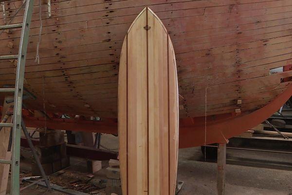 L'entreprise Despierres à La Rochelle fabrique des surfs à partir du bois provenant des chutes du chantier naval.