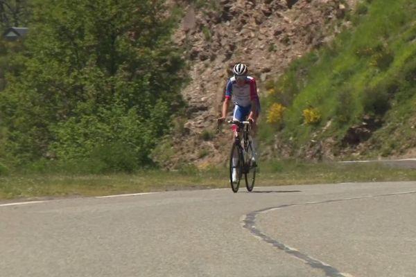 Le jeune coureur professionnel Bruno Amirail apprécie de reprendre l'entraînement sur les pentes du col du Tourmalet.