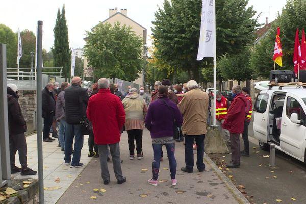 La mobilisation s'est tenue devant le Conseil départemental du Jura.