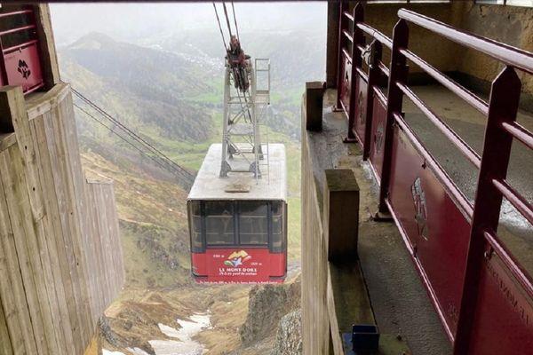 Le téléphérique du Mont-Dore (Puy-de-Dôme) fait l'objet de contrôles réguliers pour assurer la sécurité des passagers.