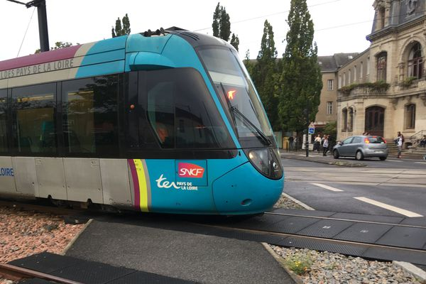 Faute de tram-train entre La Haluchère et la Babinière, il y avait des cars...