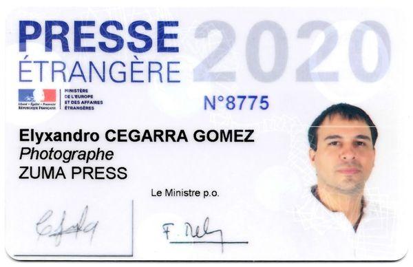 Elyxandro Cegarra a été contrôlé trois fois depuis le début du confinement par les services de police. Sa carte de presse et une attestation d'employeur lui permettent de pouvoir circuler.