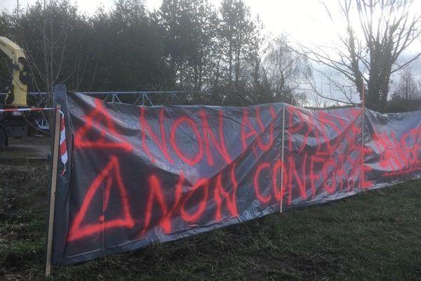 Des habitants de La Hoguette s'opposent à la construction d'un pylône de 35 mètres de haut autour de leurs habitations.