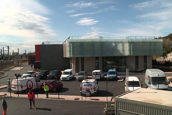 Construite entre autoroute et voie ferrée, la nouvelle station d'épuration de Cagnes-sur-Mer traite les eaux usées des habitants de Villeneuve-Loubet, Saint-Paul de Vence, la Colle-sur-Loup et Cagnes-sur –Mer