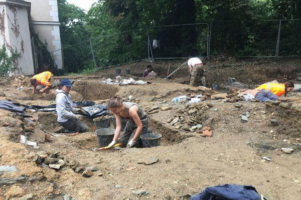 Les étudiants au travail sur le site de cette nécropole antique